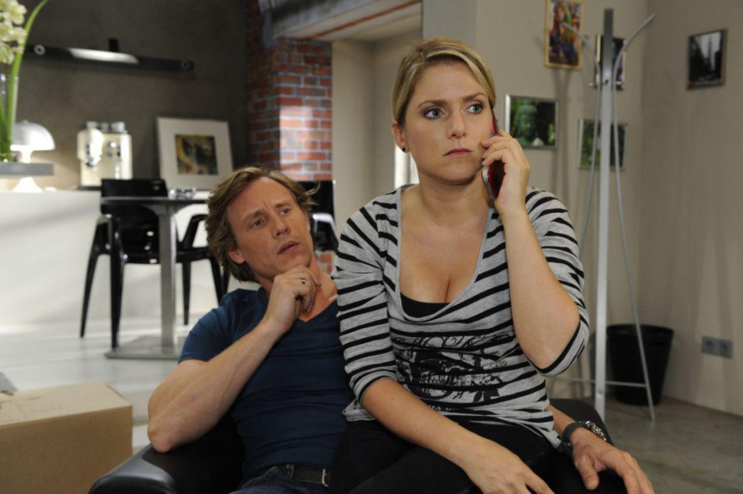 Erfahren, dass Katja sie gar nicht angelogen hat: Tom (Patrick Kalupa, l.) und Anna (Jeanette Biedermann, r.) ... - Bildquelle: SAT.1