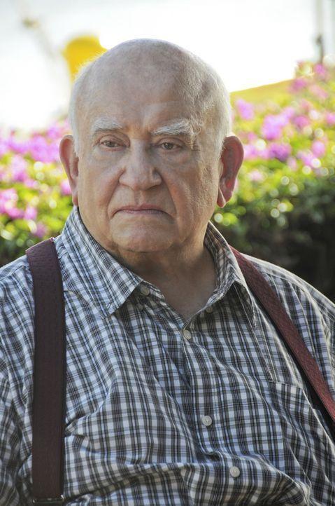 Das Team hofft, dass Ex-Hehler August March (Ed Asner), ihnen bei einem neuen Fall behilflich sein kann ... - Bildquelle: TM &   CBS Studios Inc. All Rights Reserved.