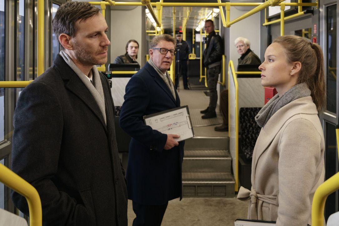 (v.l.n.r.) Frank Jentzke (Knut Berger); Richter Behrend (Hans Brückner); Jessica Maurer (Sonja Gerhardt) - Bildquelle: Stefan Erhard SAT.1/Stefan Erhard