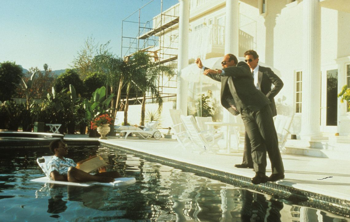 Der Detroiter Cop mit der großen Klappe, Axel Foley (Eddie Murphy, l.), ermittelt gerade in ganz großem Stil in einer heißen Sache. Unterstützt... - Bildquelle: Paramount Pictures