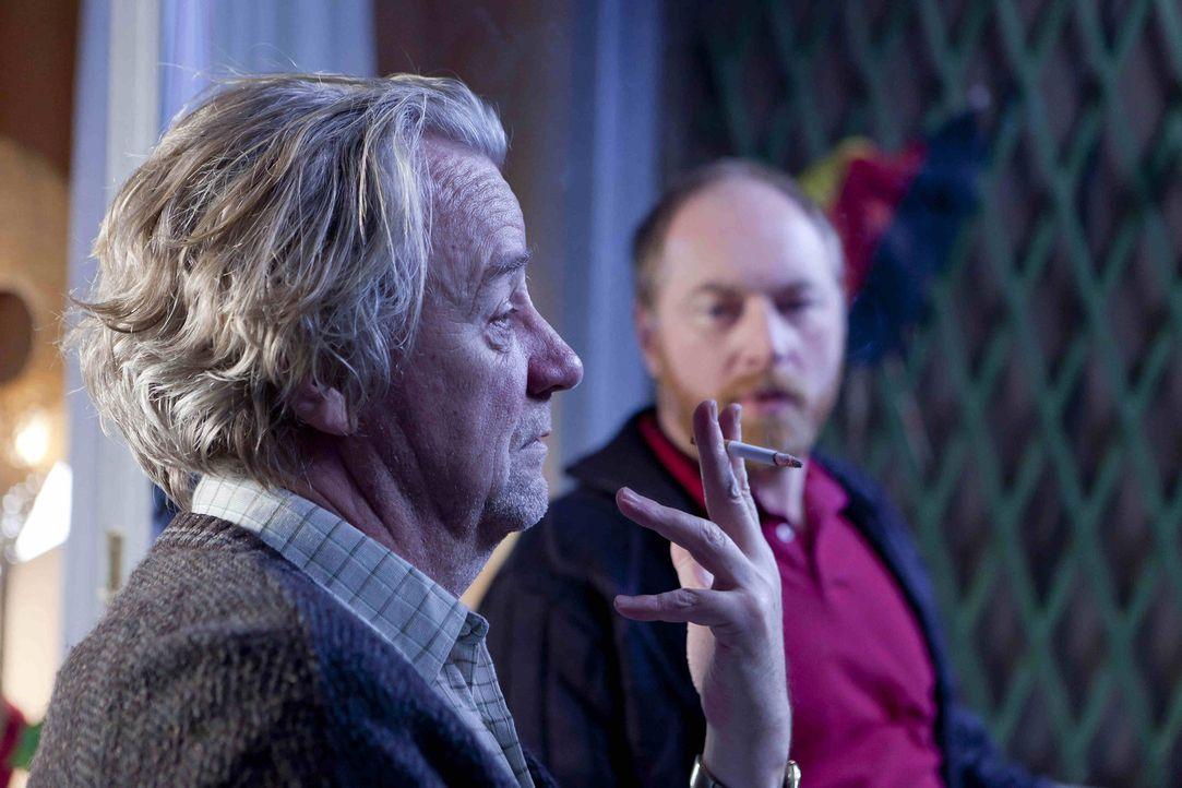 Während sich Danni, mit einer möglichen Schwangerschaft auseinandersetzten muss, schließt Kurt (Axel Siefer, r.) Bekanntschaft mit Tom (Rainer Se... - Bildquelle: SAT.1