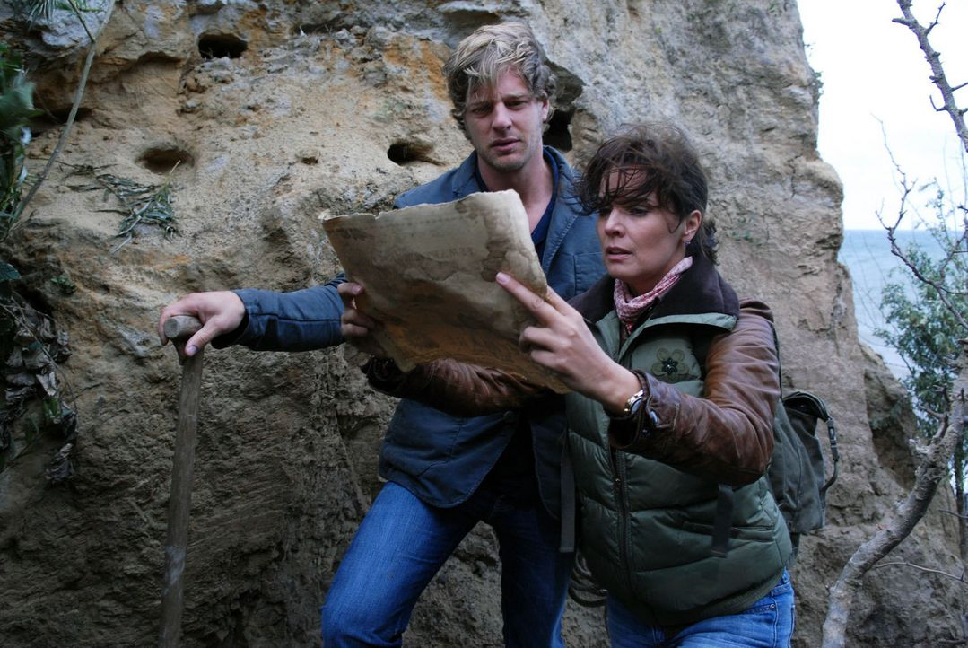 Mit ihrem Schwager Eike (Henning Baum, l.) macht sich Jana (Désirée Nosbusch, r.) auf den Weg, den geheimen Schatz zu finden... - Bildquelle: Susanne Dittmann Sat.1