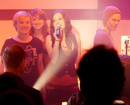 Luzi kann mit dem neuen Song, den sie für Frank singen soll, nichts anfangen. Steht ihre Karriere nun bereits vor dem Aus? - Bildquelle: Christoph Assmann - Sat1