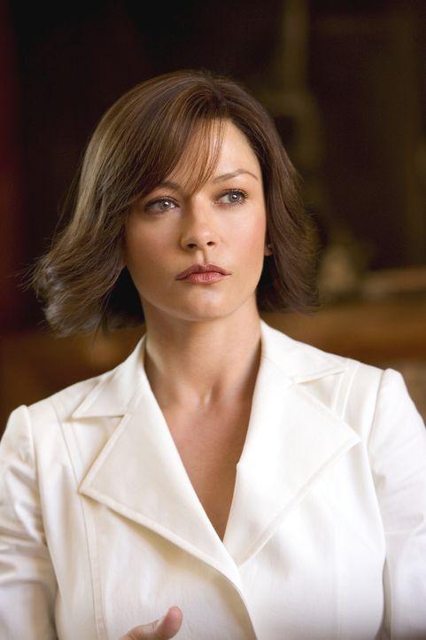 Hat eine heiße Spur: Isabel (Catherine Zeta-Jones) ... - Bildquelle: Warner Bros. Television