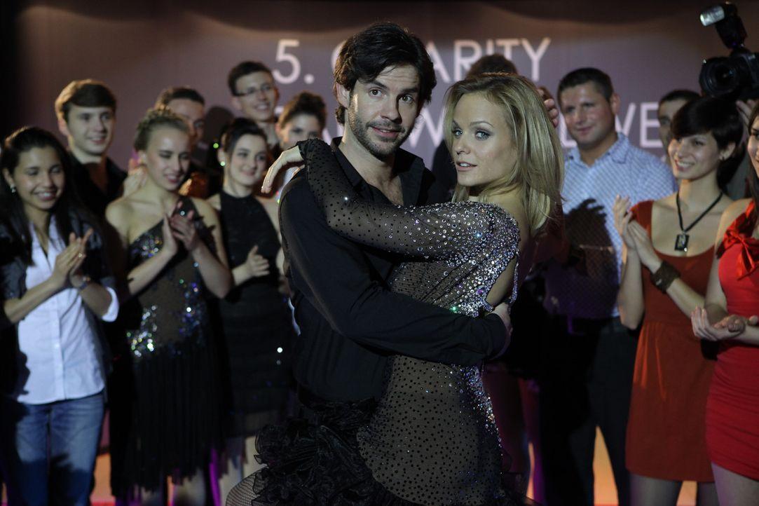 Ein Charity-Tanzwettbewerb steht an und alle aus der Führungsetage müssen mit teilnehmen. Jessica/Marie hat allerdings keine Lust. Doch als sich d... - Bildquelle: Petro Domenigg SAT.1