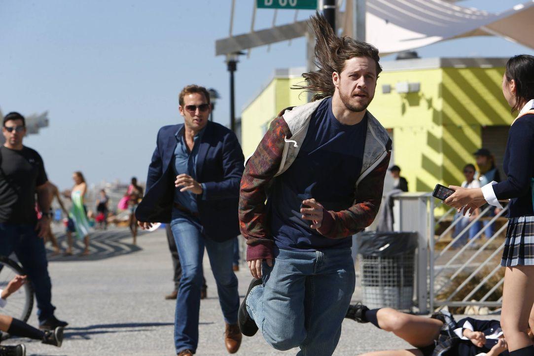 Hat Jake (Josh Lucas, l.) in Spike (Johnny Hopkins, r.) den gesuchten Mörder gefunden? - Bildquelle: Warner Bros. Entertainment, Inc.