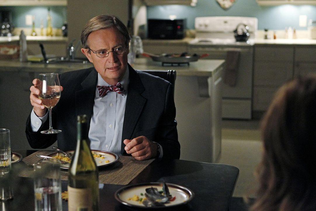 Ducky (David McCallum) ist glücklich, er hat übers Internet eine Frau kennengelernt, mit der er eine Beziehung angefangen hat. Doch wie wird es mi... - Bildquelle: CBS Television