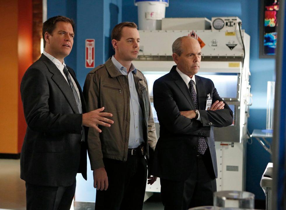 Warum wurde der Kongressabgeordnete Dan McLane ermordet? Tony (Michael Weatherly, l.), McGee (Sean Murray, M.) und Fornell (Joe Spano, r.) vermuten,... - Bildquelle: CBS Television