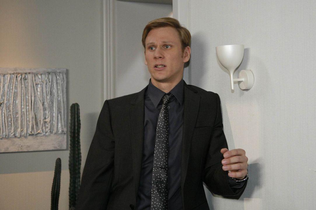 Philip (Philipp Romann) ist aufgewühlt: Nach Ginas Verleumdung will Alexandra nichts mehr von ihm wissen ... - Bildquelle: SAT.1
