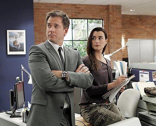Ziva (Cote de Pablo) und Tony (Michael Weatherly) machen sich bereit für die neue Mordermittlung. - Bildquelle: CBS Television