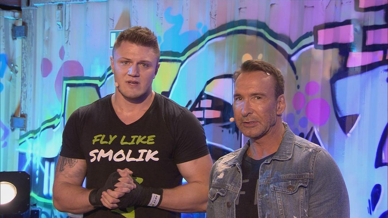 Weltmeister im Kickboxen Michael Smolik (li.) und Jochen Bendel sind bereit für das Duell - Bildquelle: SAT.1