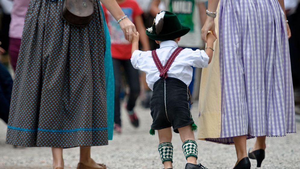 5cb4ff00cf3c4 Oktoberfest Kleidung – Dirndl, Lederhosen & Hüte - SAT.1 Ratgeber