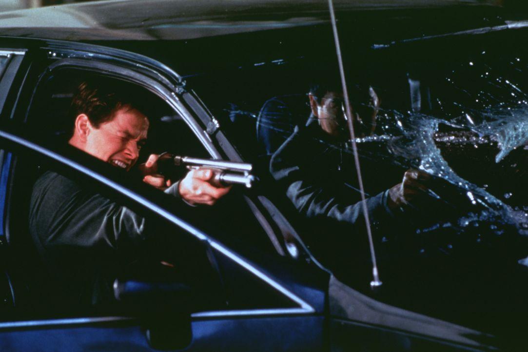 Mitten im Kreuzfeuer der zerstrittenen Gangs: Danny (Mark Wahlberg, l.) und Nick (Yun Fat Chow, r.) ... - Bildquelle: Kinowelt Filmverleih GmbH