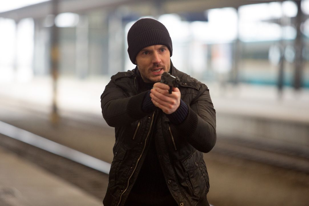 Kann Tommy (Richard Flood) den Mörder stoppen? - Bildquelle: Larry D Horricks 2013 Tandem Productions GmbH, TF1 Production SAS. All rights reserved.