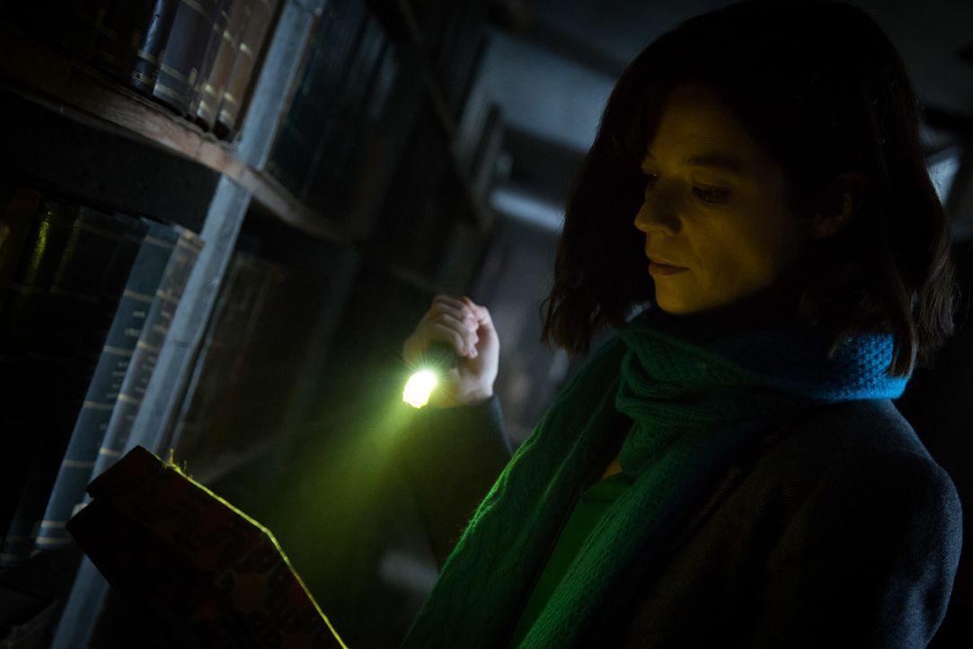 In einem verlassenen Gebäude macht Adèle (Juliette Roudet) eine unheimliche Entdeckung, die bei ihr alte Wunden aufreißt ... - Bildquelle: Eloïse Legay 2016 BEAUBOURG AUDIOVISUEL