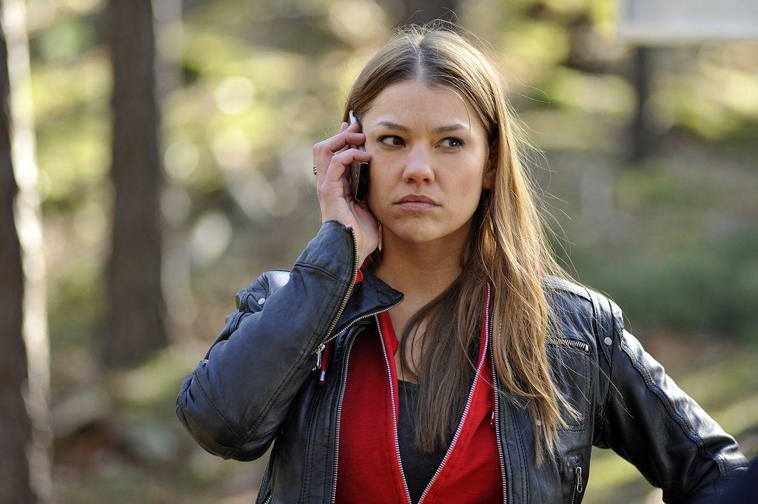 Die toughe Kommissarin Lucy Palm (Britta Hammelstein) beginnt auf eigene Faust im Fall eines vermissten Pärchens zu ermitteln ... - Bildquelle: Oliver Feist SAT.1 / Oliver Feist