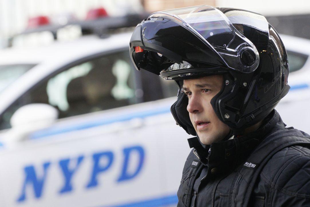 Steckt hinter Bennys (Freddy Rodriguez) plötzlicher Motorrad-Liebe etwa eine Lebenskrise? Bull ist jedenfalls davon überzeugt ... - Bildquelle: 2016 CBS Broadcasting, Inc. All Rights Reserved