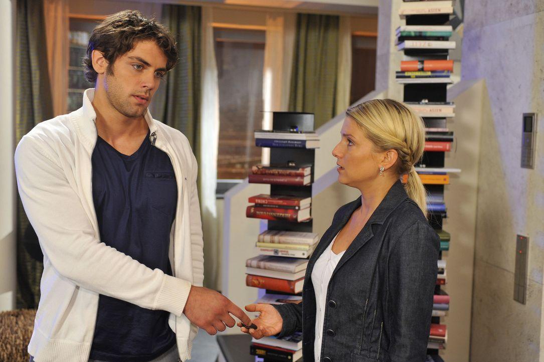 Jonas (Roy Peter Link, l.) ringt mit sich - er bekommt Anna (Jeanette Biedermann, r.) einfach nicht aus seinem Kopf. Neben all den schönen Momenten... - Bildquelle: Sat.1