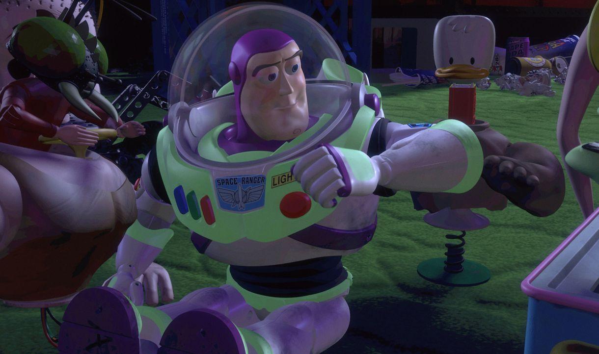 Buzz Lightyear ist eine Weltraum-Actionfigur, die über einige bemerkenswerte Funktionen verfügt. Im Glauben auf einer Geheimmission für Star Command... - Bildquelle: Disney/PIXAR