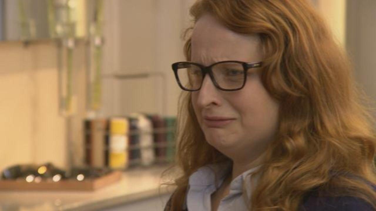 Die Augenoptikerin Lena fühlt sich unwohl in ihrer Haut. Nicht nur, dass sie ein paar Pfunde zu viel auf den Rippen hat. In der Arbeit ist sie das... - Bildquelle: SAT.1