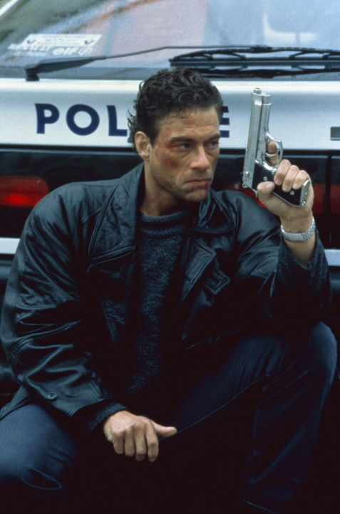 Schon bald steht Alain (Jean-Claude Van Damme) im Visier von Mafiosi und korrupten FBI-Agenten ... - Bildquelle: Sony Pictures Television International. All Rights Reserved.