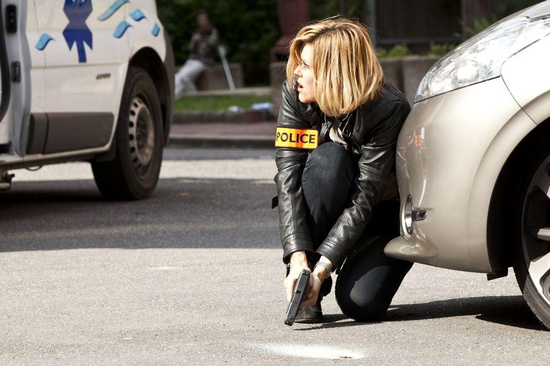 Bei der Suche nach Hinweisen geraten Fred (Vanessa Valence) und ihr Team in Lebensgefahr ... - Bildquelle: Jaïr Sfez 2012 BEAUBOURG AUDIOVISUEL