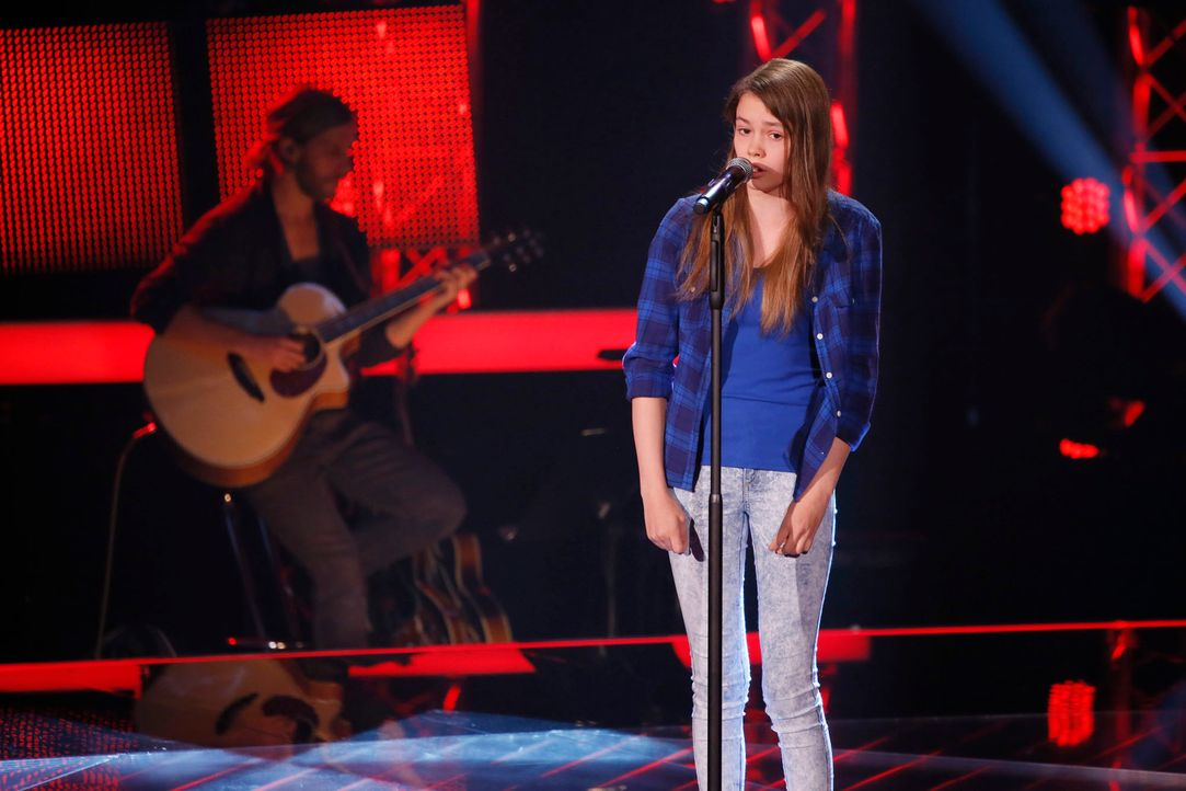 The-Voice-Kids-s04e02-Lara-B-SAT1-Richard-Huebner - Bildquelle: (c)SAT.1/ Richard Huebner