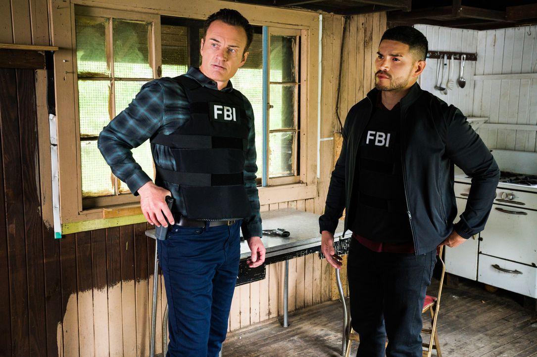 Jess LaCroix (Julian McMahon, l.); Ivan Ortiz (Miguel Gomez, r.) - Bildquelle: Mark Schafer 2020 CBS Broadcasting Inc. All Rights Reserved. / Mark Schafer