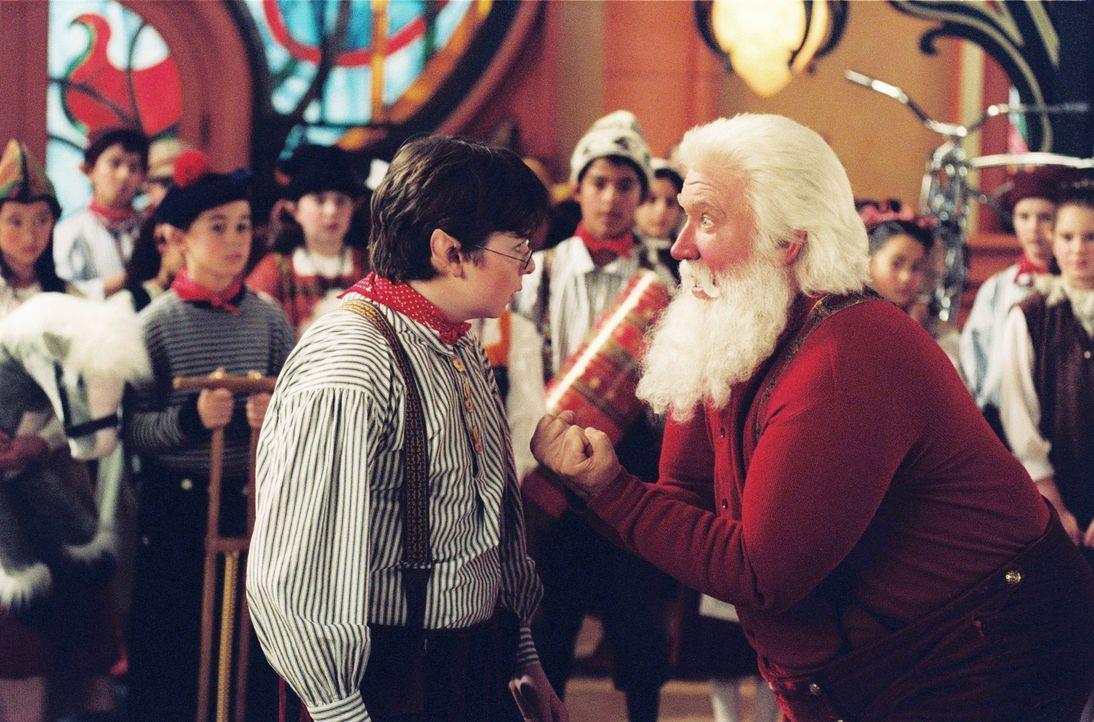 Jack Frost versucht alles, um das Weihnachtsfest an sich zu reißen. Doch Santa Claus (Tim Allen, r.) wäre nicht Santa Clause, wenn er sich das gef... - Bildquelle: Disney All rights reserved
