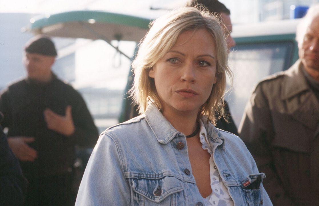 Franziska (Jennifer Nitsch) glaubt nicht daran, dass ihr Bruder bei einem Unfall ums Leben kam, und ermittelt auf eigene Faust ... - Bildquelle: Sat.1
