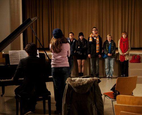Ben und Bea bei der Probe mit dem Chor. - Bildquelle: David Saretzki - Sat1