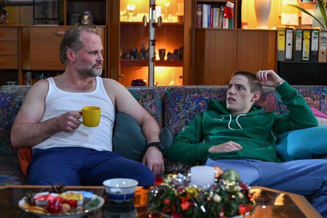 (v.l.n.r.) Mike Neumann (Mirco Reseg); Basti Neumann (Lennart Borchert) - Bildquelle: Oliver Ziebe SAT.1/ Oliver Ziebe