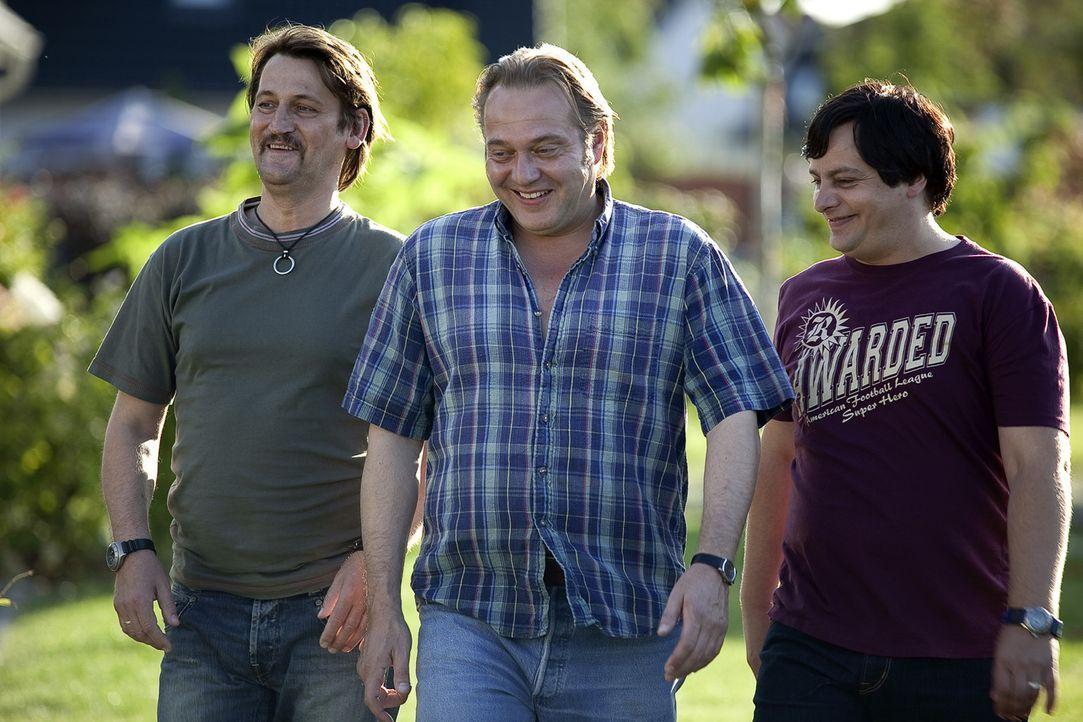 Waren mal eben kurz Grillkohle kaufen und den Baumarkt ausrauben: (v.l.n.r.) die drei Freunde Helmut (Ingo Naujoks), Georg (Jan-Gregor Kremp) und Fr... - Bildquelle: SAT.1