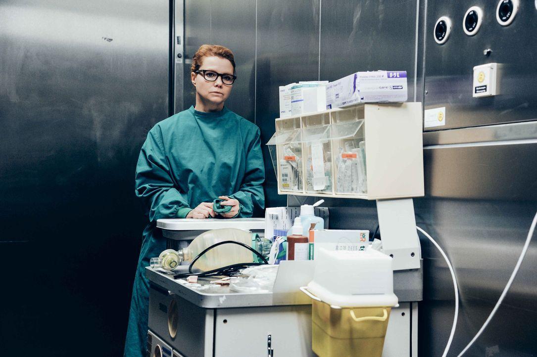 Als Transplantationschirurgin kämpft Dr. Hellweg (Annette Frier) täglich einen schier aussichtslosen Kampf: Werden ihre meist jungen Patienten bis z... - Bildquelle: Hardy Spitz SAT.1