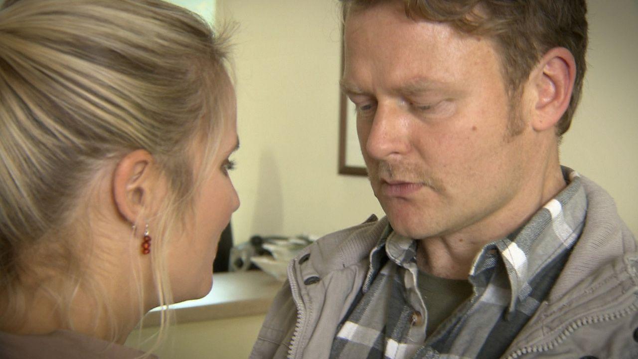 Das Glück scheint perfekt: Speditionsfahrer Martin Krüger (r.)  hat sich mit seiner Ehefrau Anja (l.) ein schickes Eigenheim gekauft, und die beid... - Bildquelle: SAT.1