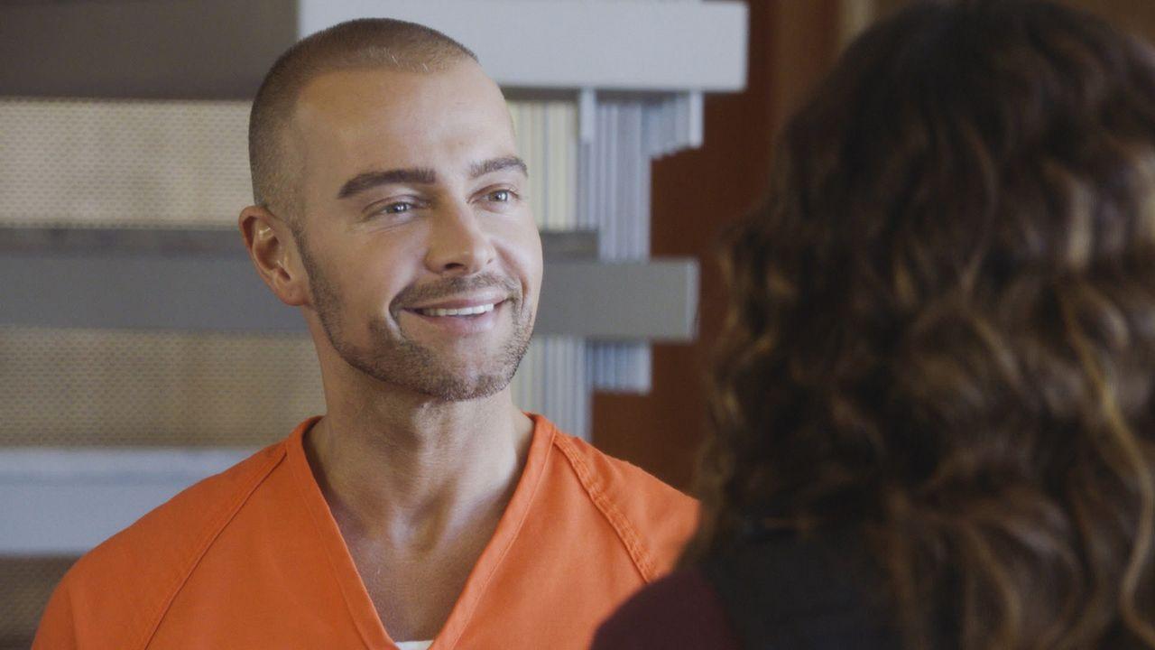 Er möchte verhandeln: Der kriminelle Hacker Aaron Wright (Joey Lawrence) kooperiert nur, wenn es ihm einen Vorteil beim Verbüßen seiner Haftstrafe e... - Bildquelle: 2017 CBS Broadcasting, Inc. All Rights Reserved