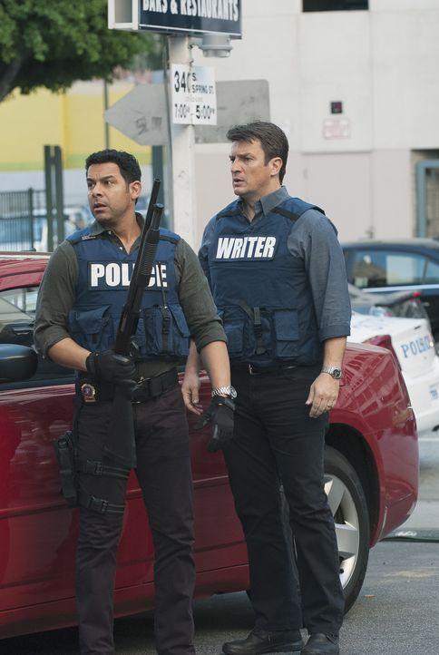 Kate ist in ernsthafter Gefahr. Schaffen es Castle (Nathan Fillion, r.) und Esposito (Jon Huertas, l.) sie zu retten, bevor Dr. Nieman Hand an sie l... - Bildquelle: Colleen Hayes ABC Studios