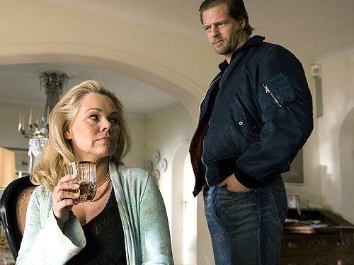 """Der neue Fall führt Mick (Henning Baum) in seine Fußballvergangenheit. Deshalb kann er auch nicht glauben, dass die Exfrau seines alten Kumpels, """"... - Bildquelle: Sat1"""