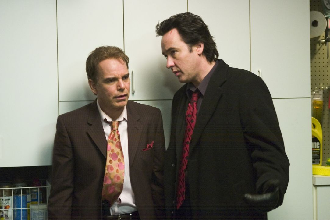 Nur eine Nacht müssen der Mafiaanwalt Charlie Arglist (John Cusack, r.) und sein kaltblütiger Kumpel Vic (Billy Bob Thornton, l.) in ihrem Heimatkaf... - Bildquelle: 2005 Focus Features LLC. All Rights Reserved.