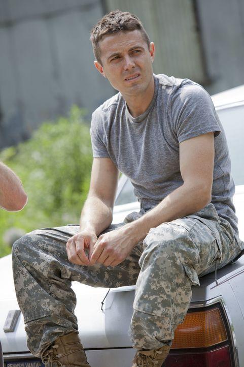 Als der Irak-Veteran Rodney (Casey Affleck) spurlos verschwindet, will dessen Bruder auf eigene Faust herausfinden, was mit ihm geschehen ist. Egal,... - Bildquelle: Kerry Hayes 2012 Relativity Media