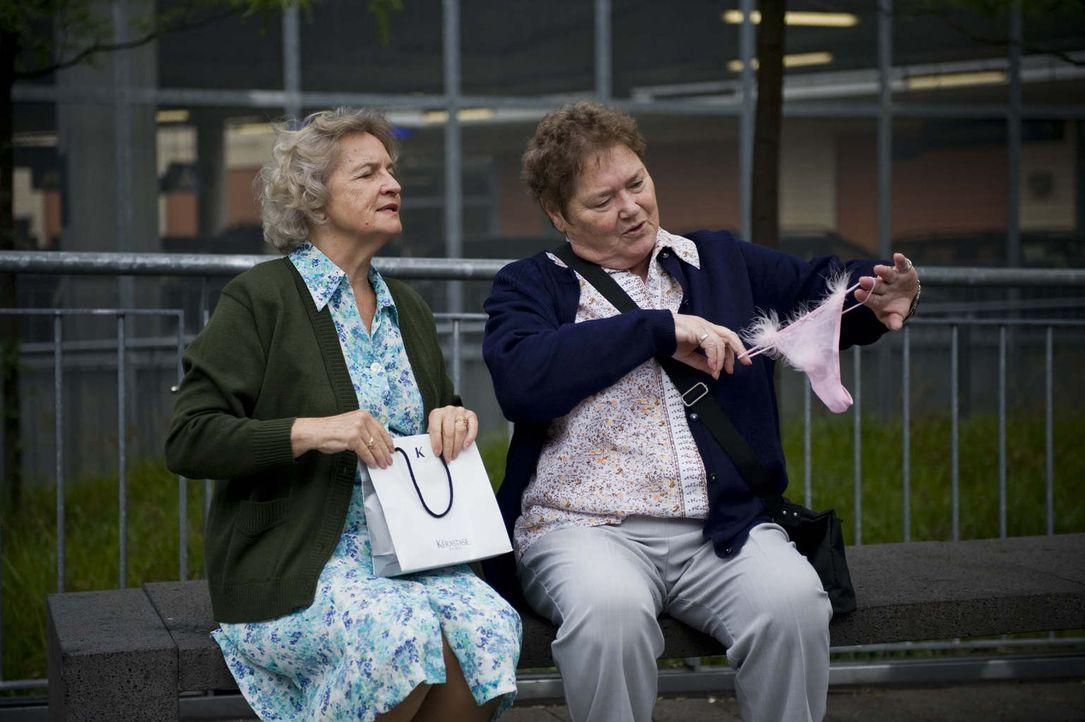 """(1. Staffel) - Vorbei sind die Tage, in denen sich die Jungen über die Alten lustig gemacht haben - die Zeit der """"Rache"""" ist nun gekommen. Gerda (l.... - Bildquelle: Martin Valentin Menke ProSieben"""