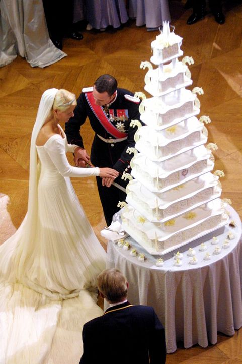 Hochzeitstorte-Prinzenpaar-Norwegen-dpa - Bildquelle: dpa