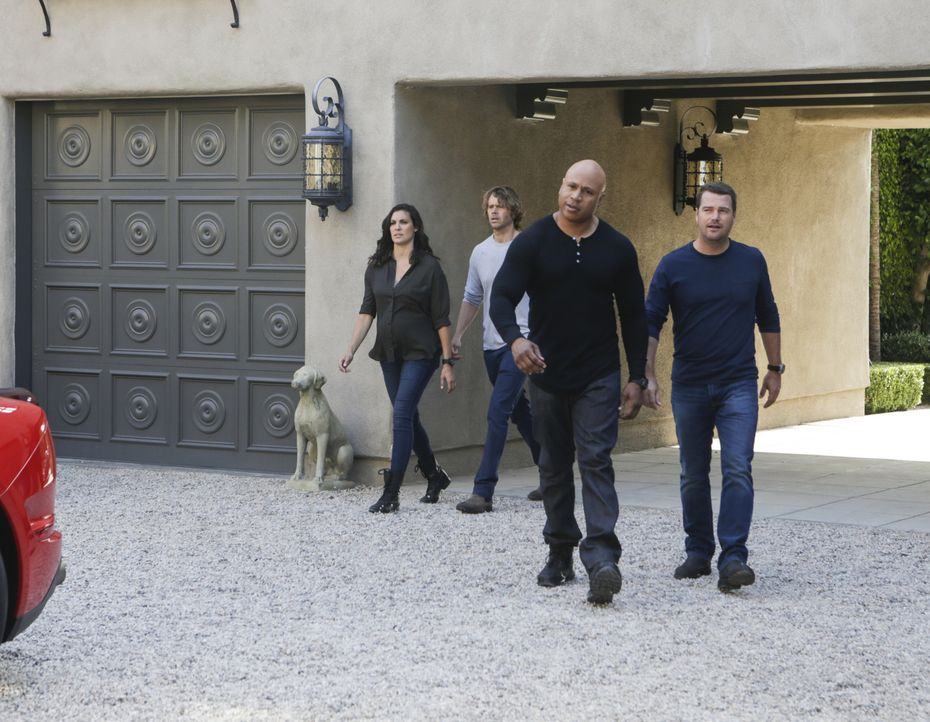 Ein neuer Fall wartet auf das Team: Callen (Chris O'Donnell, r.), Sam (LL Cool J, 2.v.r.) Deeks (Eric Christian Olsen, 2.v.l.) und Kensi (Daniel Rua... - Bildquelle: Sonja Flemming 2016 CBS Broadcasting, Inc. All Rights Reserved.