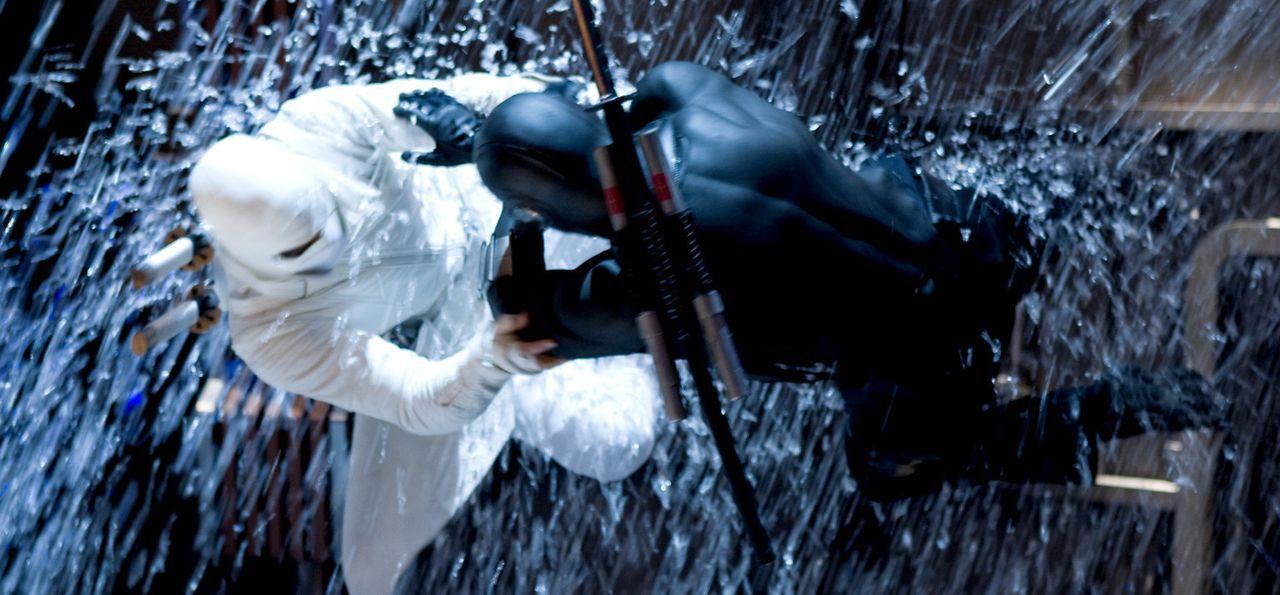 Zwischen Storm Shadow (Byung-hun Lee, l.) und Snake Eyes (Ray Park, r.) entbrennt ein Kampf auf Leben und Tod ... - Bildquelle: 2009 Paramount Pictures Corporation. All Rights Reserved. Reserved.