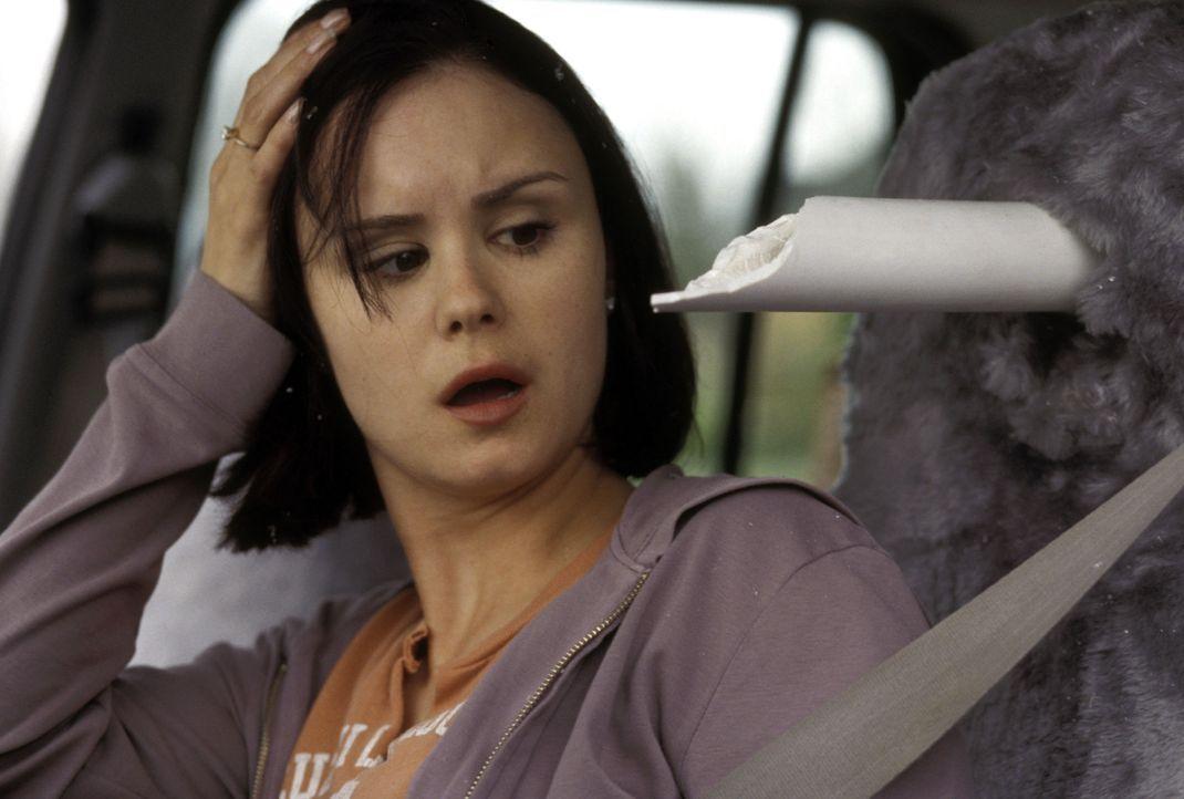 Äußerst knapp überlebt Kat (Keegan Connor Tracy) eine katastrophale Autobahn-Karambolage. Doch schon bald schlägt Gevatter Tod wieder zu ... - Bildquelle: Warner Bros. Television