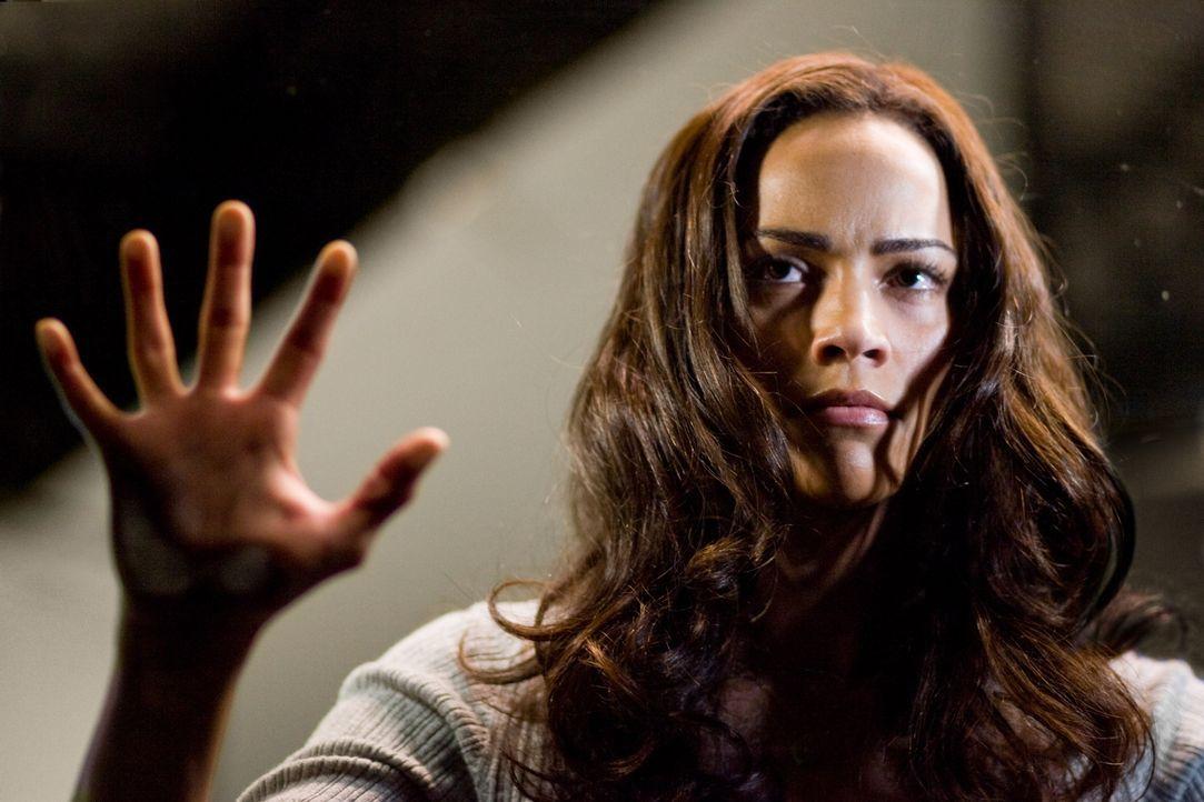 Noch kann Amy (Paula Patton) ihrem Ben nicht glauben, dass hinter den Spiegeln das Böse schlummern soll. Doch schon bald wird sie eines Besseren bel... - Bildquelle: 2007 Regency Enterprises, New Regency Pictures
