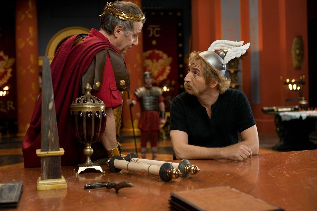 Julius Cäsar (Fabrice Luchini, l.); Asterix (Edouard Baer, r.) - Bildquelle: LEONINE Studios