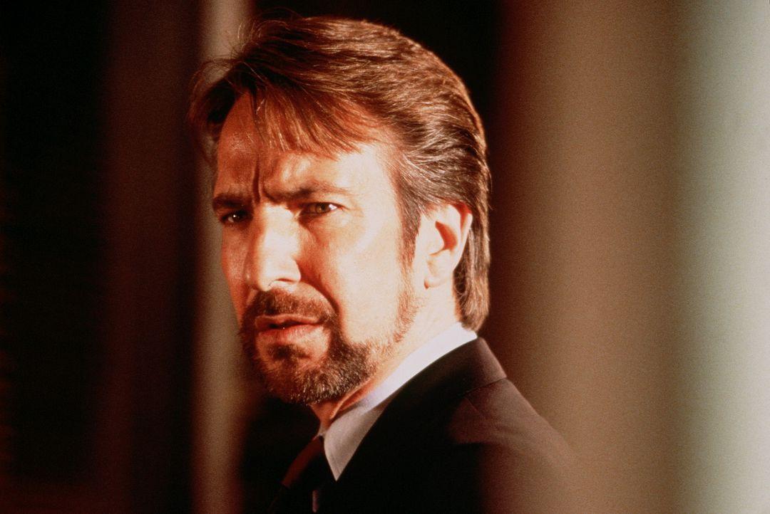 Der deutsche Terrorist Hans Gruber (Alan Rickman) bringt den Takagi-Tower in seine Gewalt. Sein Ziel: 640 Millionen Dollar, die im Tresor des Gebäu... - Bildquelle: 20th Century Fox