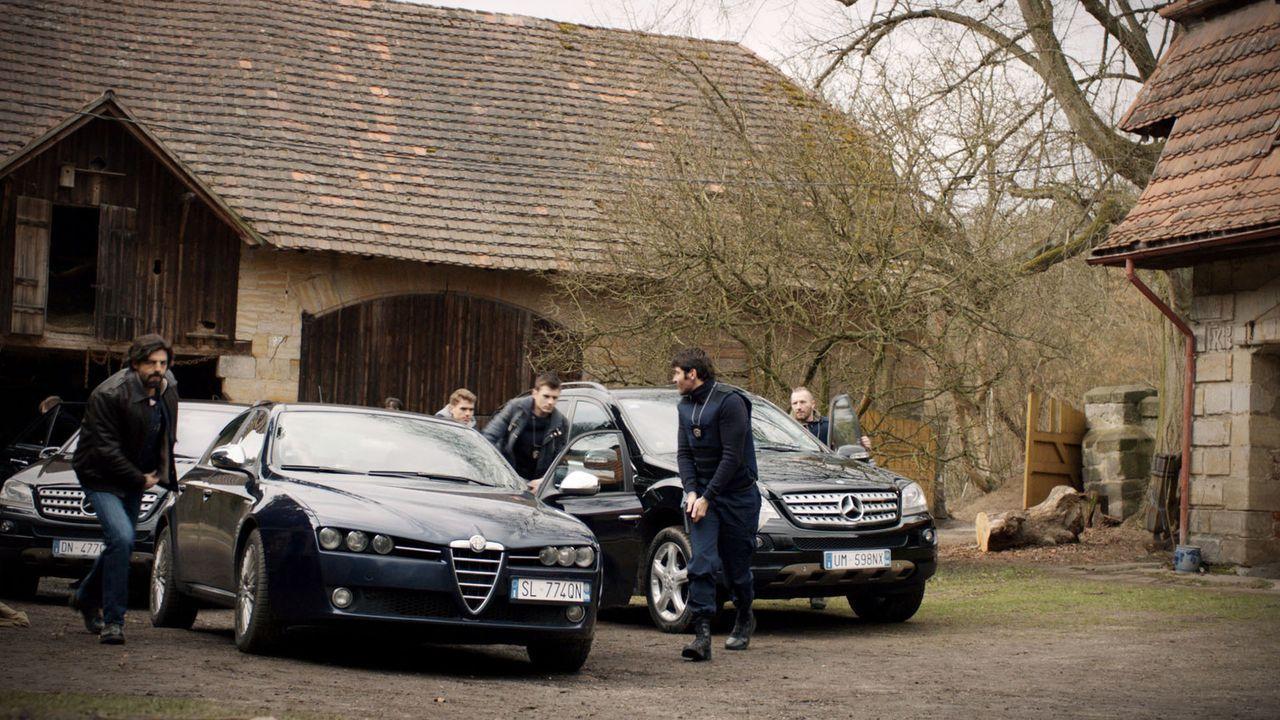 Als seine Vertreterin entführt wird, ruft Michel Dorn den Ermittlungs- Experten bei Entführungsfällen, Inspektor Marco Constante (Goran Visnijc, vor... - Bildquelle: Tandem Productions GmbH. All rights reserved.