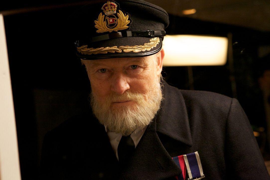 Ahnt, Edward John Smith, Kapitän der Titanic (Christian Rodska), was ihn und seine Passagiere erwarten wird? - Bildquelle: CJ December Dangerous Films Ltd